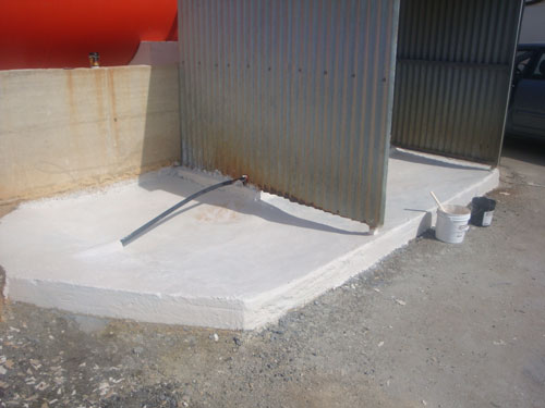 Concrete is primed with CHEMCLAD P4C